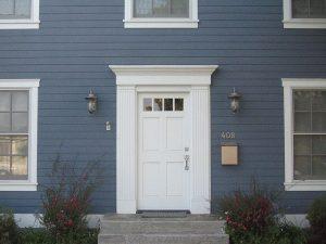Sztukateria elewacyjna na drzwi